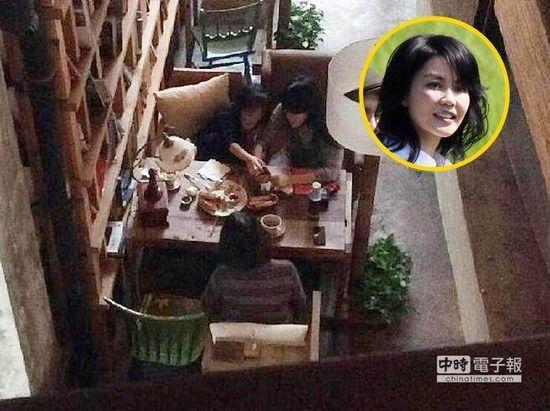 王菲被曝带女儿与李亚鹏母亲吃饭关系亲密(图)