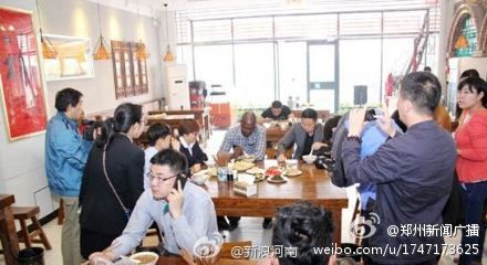 南非总统儿子在郑州喝胡辣汤遭围观(图)