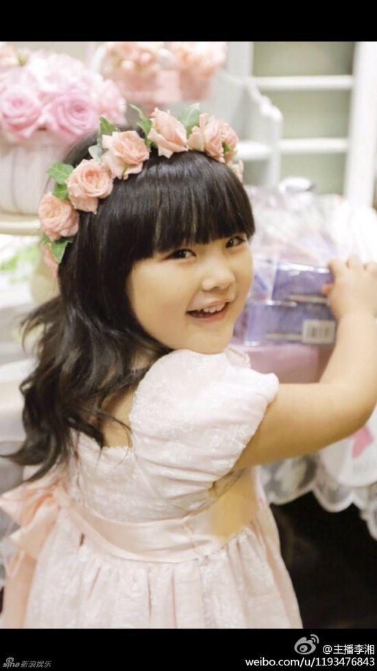 王诗龄庆祝生日展公主风 网友:别再胖啦!