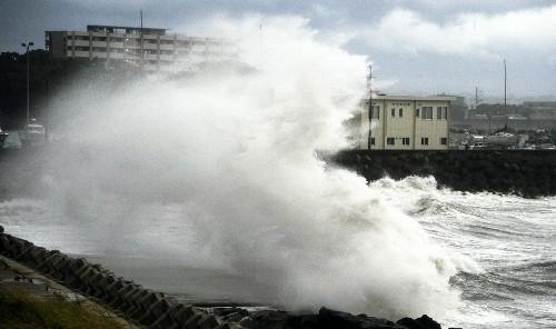 日本台风受伤人数升至45人 44万人紧急避难