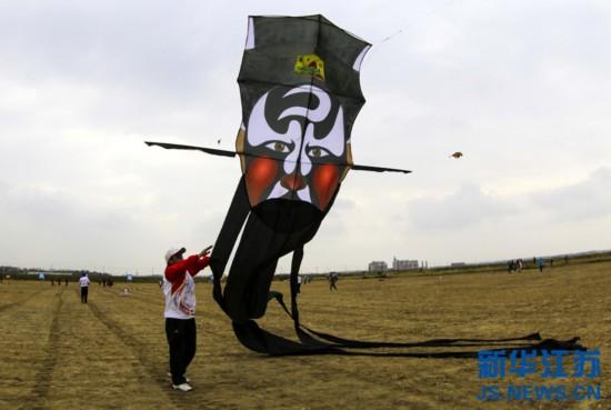 江苏如东举办国际风筝会 多地艺人放飞风筝【4】