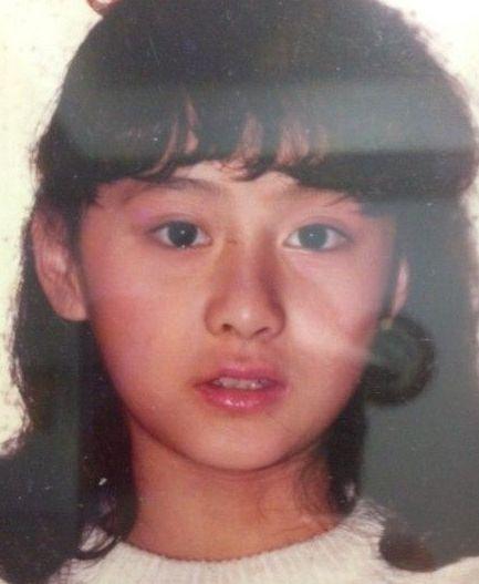 陈德容晒9岁童年美照 纯天然美女撞脸森碟