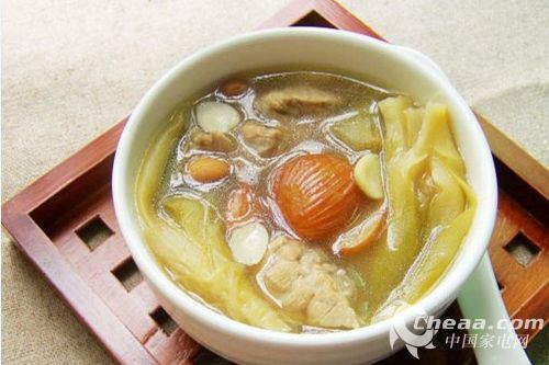 沙参、玉竹、南北杏煲猪瘦肉
