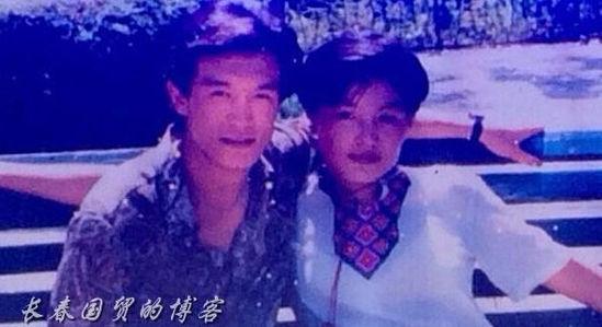 李咏哈文夫妇青涩合影曝光 被称为模范夫妻