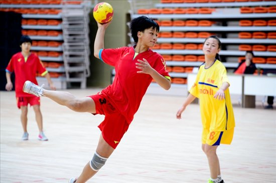 青少年部手球甲组比赛开赛 安庆女手取得开门