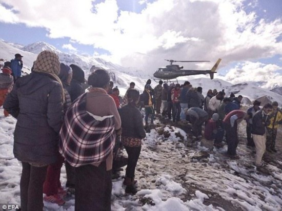 尼泊尔喜马拉雅山发生雪崩 21人死数人失踪