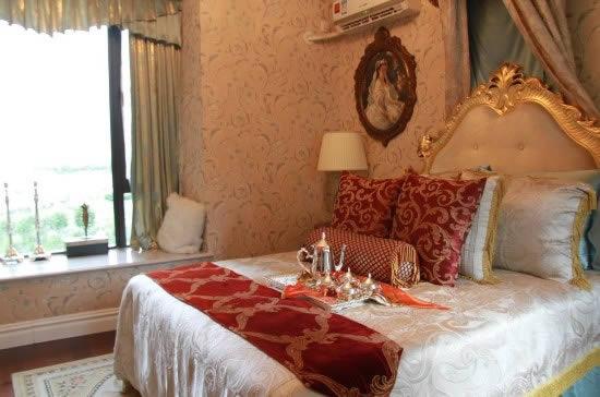 奢华欧式风格中,兼顾了家具的舒适度,小装饰的设计让屋内平添许多情趣