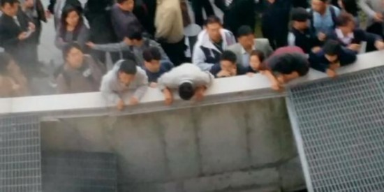 韩演唱会场地塌致16死10伤 女团4minute躺枪(组图)