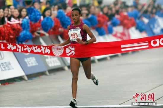 北京马拉松雾霾中落幕:埃塞俄比亚选手包揽男