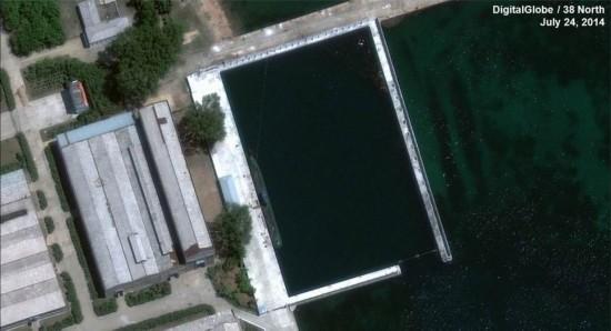美国卫星拍到朝鲜在建神秘潜艇 酷似基洛级