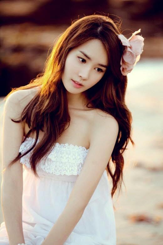 韩国女演员:李多海 李多海有着优越的家庭环境,在很小的年纪就举