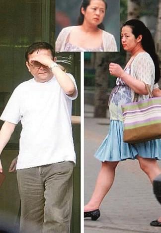 一面之辞,难辨真假.王刚现任妻子郑艳东,是王刚的第三任妻子.图片