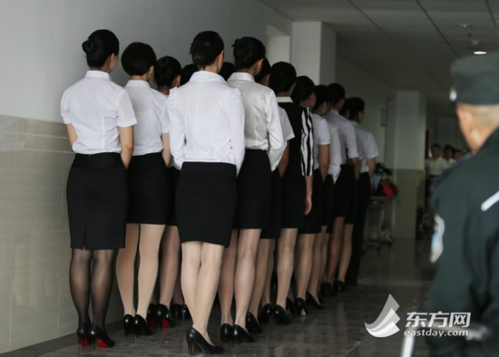 东航2015空姐招聘现场美女云集(高清组图)【18】