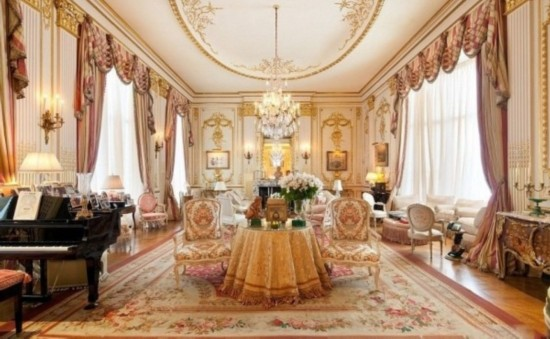 由于她十分的爱美,整间豪宅是将华丽的复古和文艺复兴的风格发挥到了图片