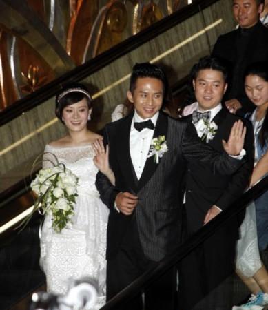 011年6月,邓超孙俪在上海完婚.婚礼当天,新人邓超和孙俪身着华