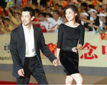 鄢波、梅婷  被砍的导演鄢波可谓是艳福不浅,因为她的第一任妻子和