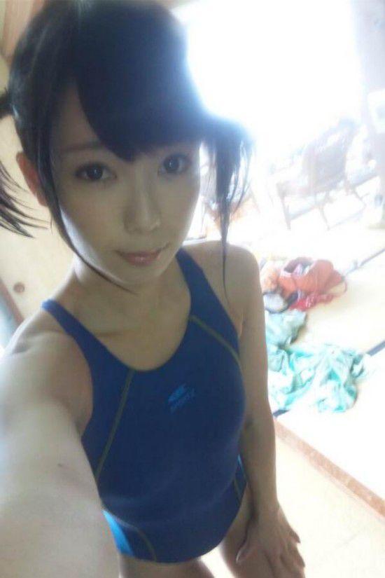 日本美女自拍大赛引围观 中日美女自拍照比美