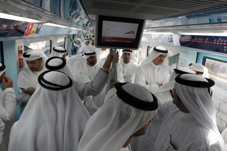 庆祝公共交通日迪拜送黄金鼓励民众乘公交