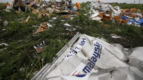 荷兰首相:调查组MH17坠机现场找到更多遗体