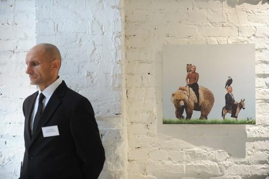 俄漫畫展:普京騎熊 奧巴馬騎驢(高清)