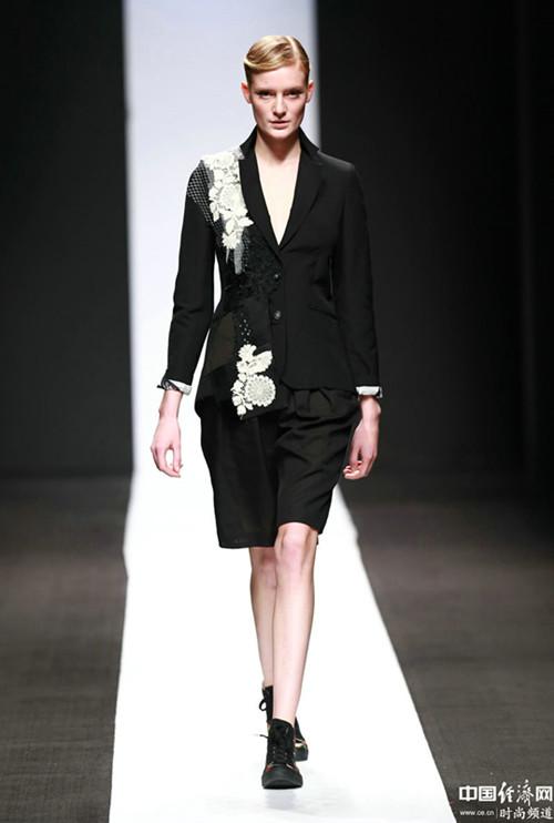 日本华裔设计师携其品牌亮相中国国际时装周