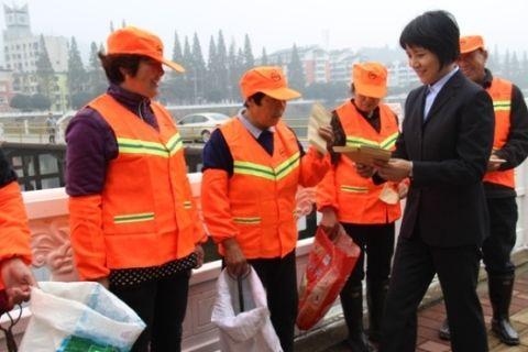 金寨县委党校开展慰问环卫工人活动图片