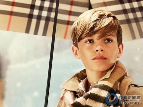 贝克汉姆儿子罗密欧拍广告外型帅气笑容迷人(图)