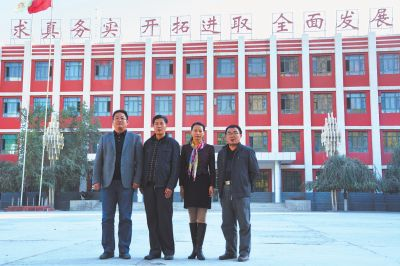 河南师范大学附中四位援疆优秀教师张景亮、张武申、赵香兰、余国庆