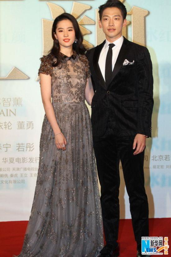水红颜》Rain向刘亦菲献花秀甜蜜 吐槽吻戏太