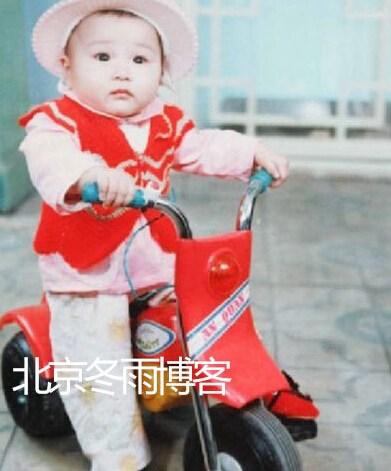 李宇春童年旧照曝光 齐刘海蘑菇头萌萌哒