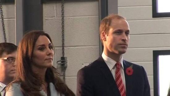 人体艺术高跟靴_英王妃凯特小肚微隆 踩高跟靴与威廉王子现身【13】