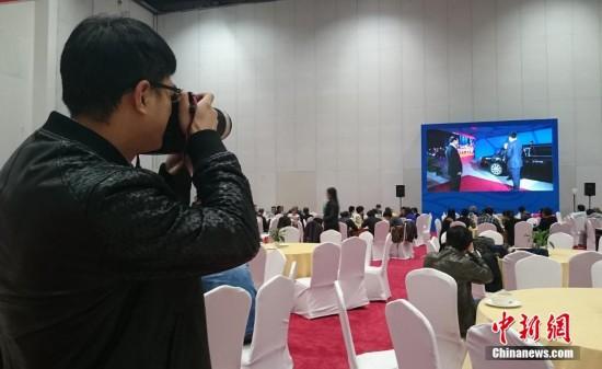 领导人非正式会议欢迎晚宴在北京举行,大会新闻中心内的记者关注图片