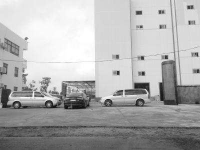 3辆车堵门揽业务 派出所:或存在工程款纠纷