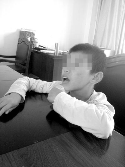 海口一男孩3天前疑似被遗弃海口福利院门口