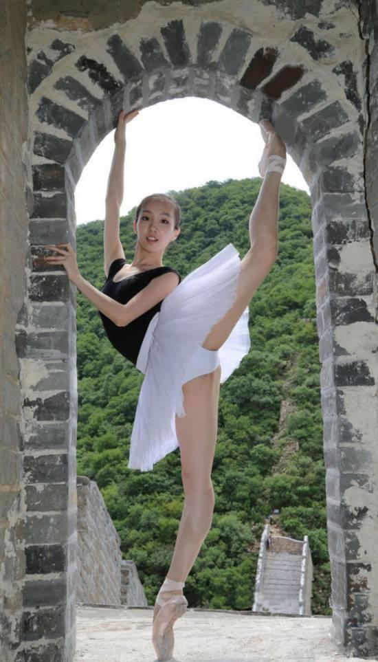 北舞芭蕾系女生长城起舞【13】 海南视窗