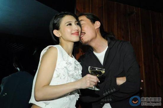 """戴佩妮与老公""""西米露""""卢信江"""