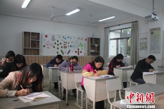 无锡一中学要求任课老师需与学生一起参加期中考试