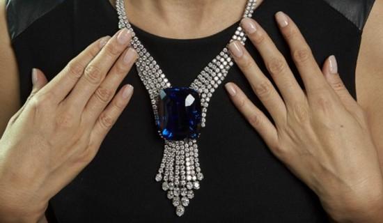 最贵的蓝宝石在瑞士的拍卖会上被以1800万美元售出
