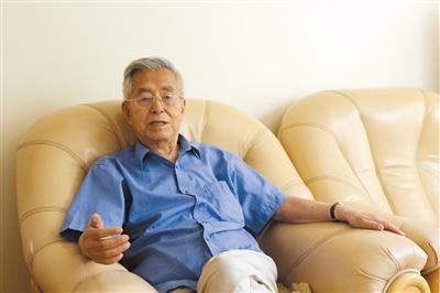 云南89岁退休高官:要让官员没有权力去腐败