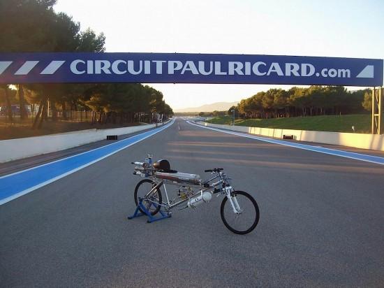 火箭自行车 时速达到333公里 完胜法拉利赛车 组图高清图片
