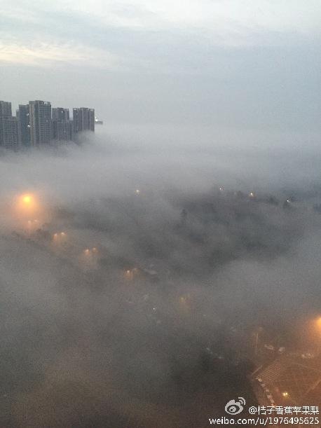 成都再现 天空之城 如梦似幻像仙境 组图