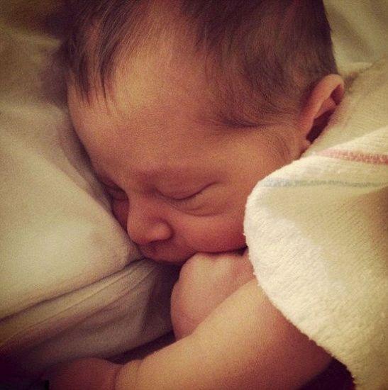 英女子社交网站直播在家分娩过程长达12个小时