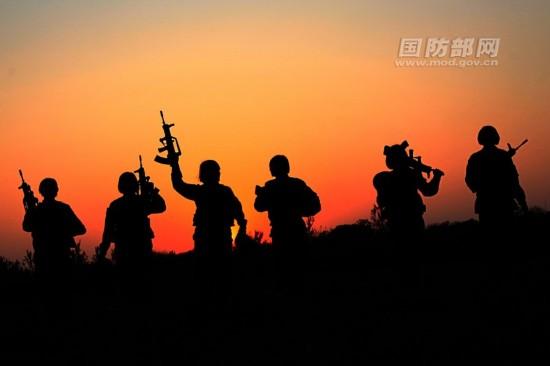 解放军首个女兵迎外班组亮相
