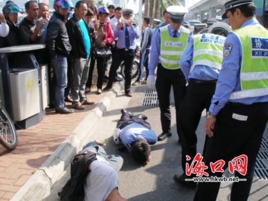 """货车司机暴力抵抗执法""""学员""""警官被撞倒"""