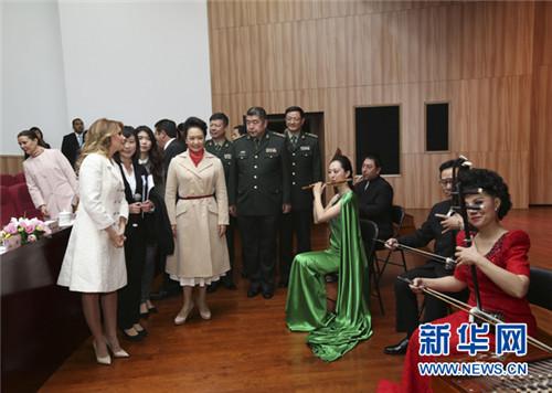 欣赏欢快的民乐合奏迎宾曲《喜洋洋》.新华社记者 兰红光 摄-中国