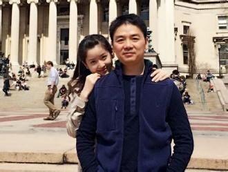 奶茶妹妹庆21岁生日 刘强东送玫瑰秀恩爱