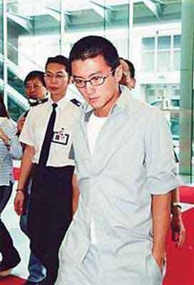 谢霆锋  2002年4月12日,谢霆锋因为妨碍司法公正被香港廉正公署拘图片