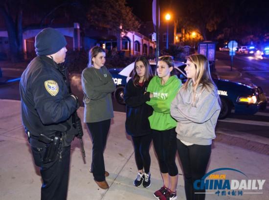 美佛州州立大学枪击案导致3伤 学生们为伤者祈祷