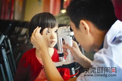 别给孩子玩太多手机幼儿园10个超2个有头像问女生视力高清卡通信微图片