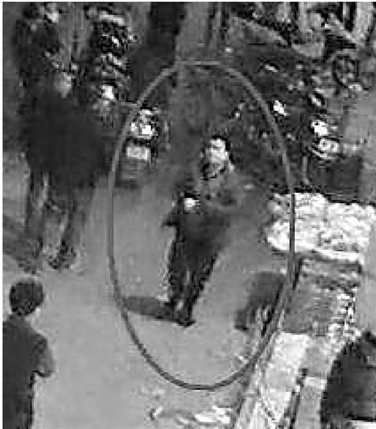 浙江义乌汽车站传枪声 3名嫌犯开车撞协警逃走